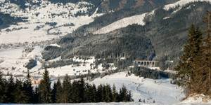 Skiing with reduced-rate ski passes and accommodation